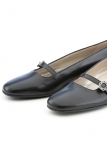 Flat black shoes from Dirndl und Bua