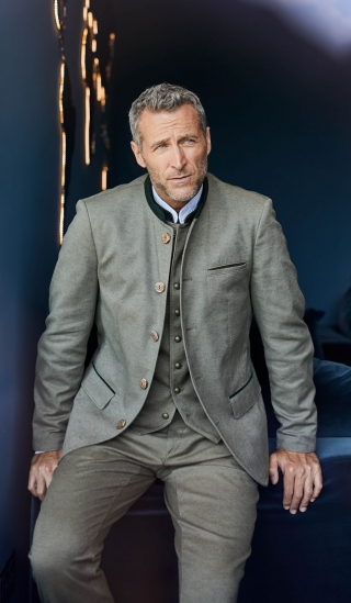 Linen jacket Julius produced from Meindl in Bavaria.