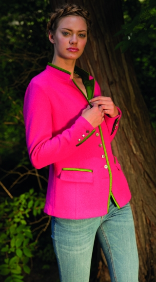 Red veste for women from Geiger.
