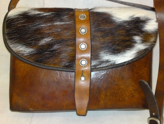 Leatherbag with fur from Sima.