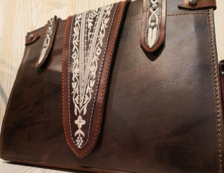 Traditional handbag from Sima Austria