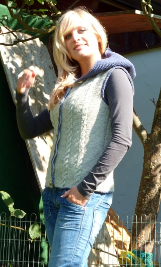 Casual vest Pia with hood from Theo Huber in Miesbach.